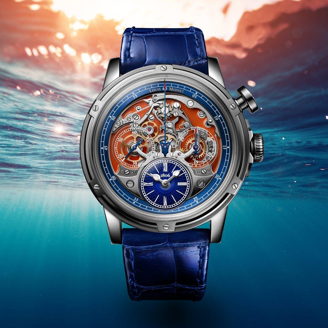 Reloj con correas azules y caratula en color plateado con fondo de mar