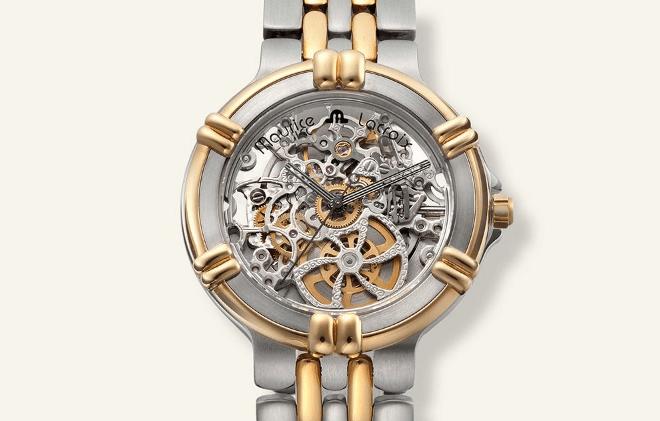 Reloj Calypso en color plateado con detalles en dorado y letras negras