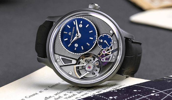 Reloj Gravity con correas negras y caratula en color plateada con detalles en azul marino