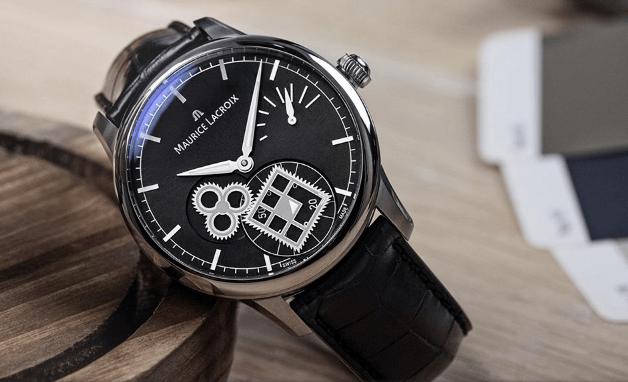 Reloj Square Weel con correas negras y cartula en color plateado con detalles en negro y blanco