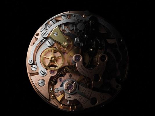 Calibre en color bronce con piezas plateadas y doradas