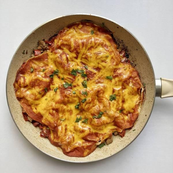enčilada mlevena junetina meksička kuhinja paradajz sos čedar crvena paprika
