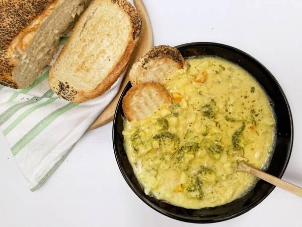 Brokoli Crni luk Šargarepa Krompir Limun Nutritivni kvasac i začini Indijski orah Bademovo mleko Sojino mleko Povrtna supena kocka Domaći hleb