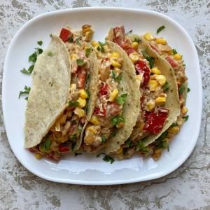 Paprika crni luk beli luk limun kukuruz indijski orah meksičke kukuruzne tortilje bademovo mleko