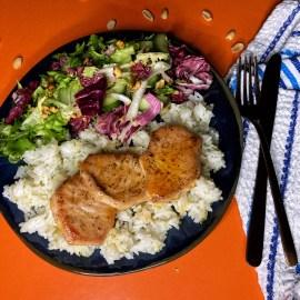Las kare Krastavac Limeta Miks zelenih salata Jasmin pirinač Kikiriki Sweet chilli sos Slatki balsamiko Šećer