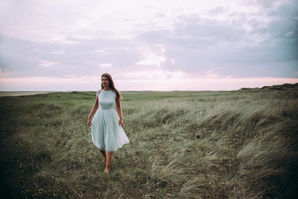 Porträtfotografie Nordfriesland und Dänemark Wunderschönes Fotoshooting mit Anna bei Sonnenuntergang am Strand von Lakolk in Römö Dänemark