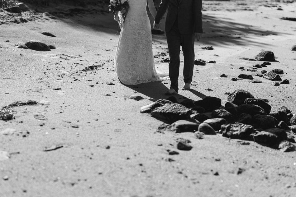 Brautpaar bei Hochzeitsfotoshooting am Glücksburger Strand