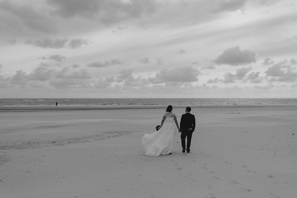 Fotoshooting Brautpaar vor Leuchtturm Blavand