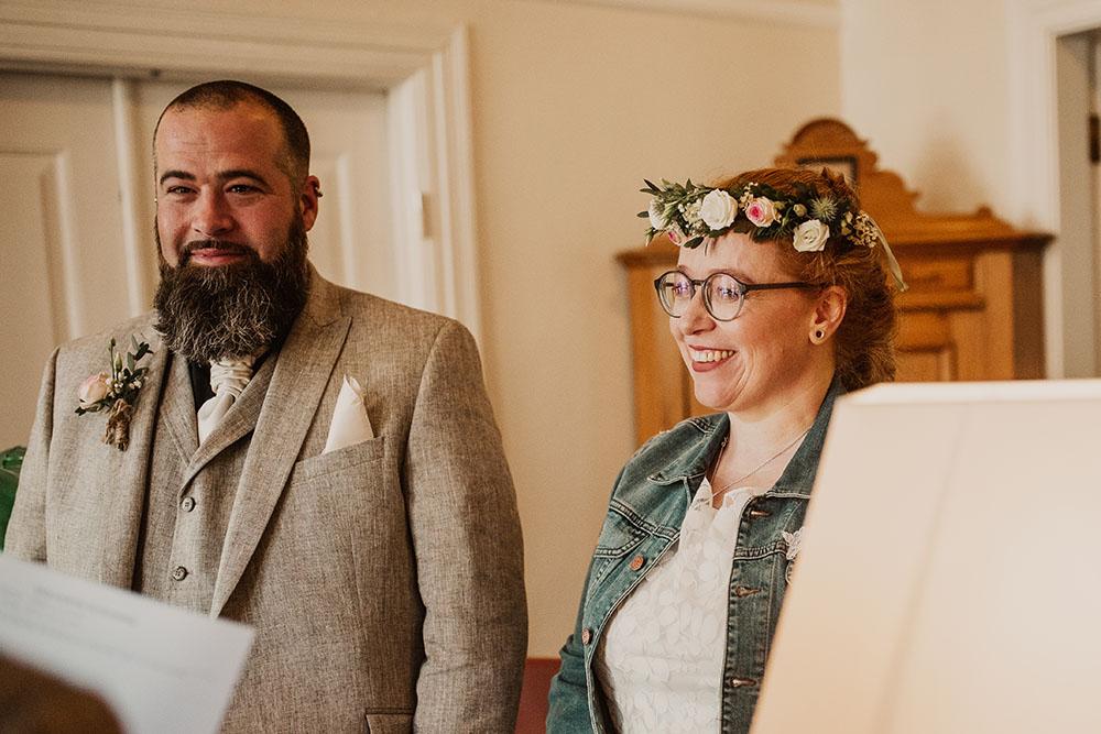Brautpaar im Rathaus Arnis
