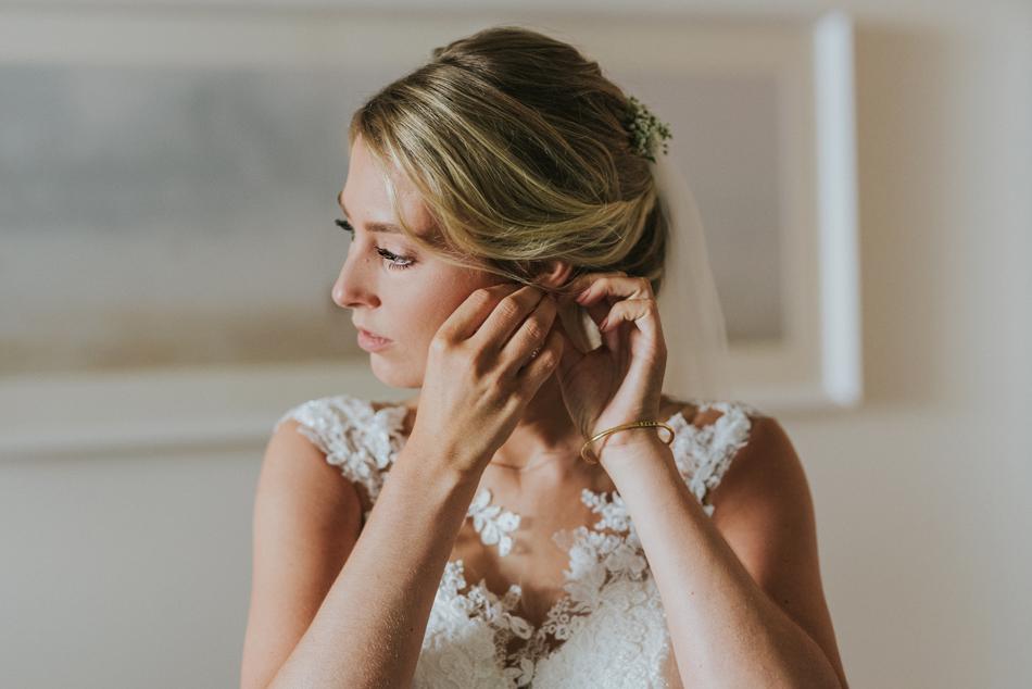 Getting Ready im Hotel Freie Trauung im Wittkielhof Hochzeitsfotografie und Hochzeitsreportagen Conni Klueter