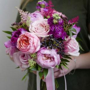 розово фиолетовый букет невесты