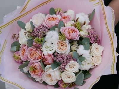 Кустовая пионовидная Роза Джульетта Ароматные садовые розы Тюльпаны Гиацинты Озатамнус Хлопок Кустовые розы Эустома Эвкалипт