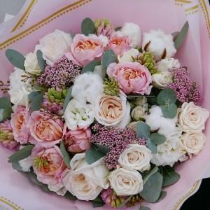 Букет с розами и гиацинтами