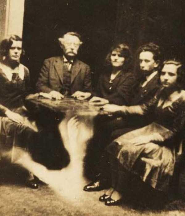 creepy pics from the past 1 Really Creepy Photos From 1920s (23 photos)