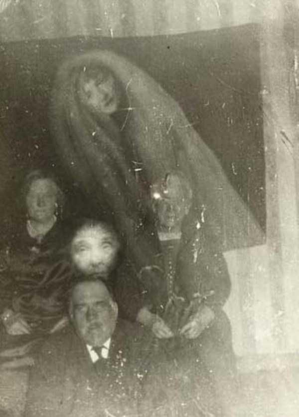 creepy pics from the past 16 Really Creepy Photos From 1920s (23 photos)