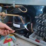 Устранение поломки в бытовом холодильнике