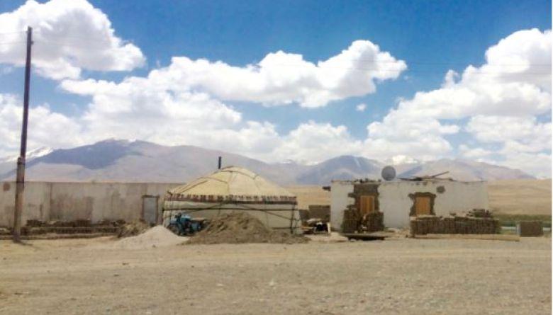 Ош-Хорог жолундагы боз үй, Мургап району, Тажикстан.