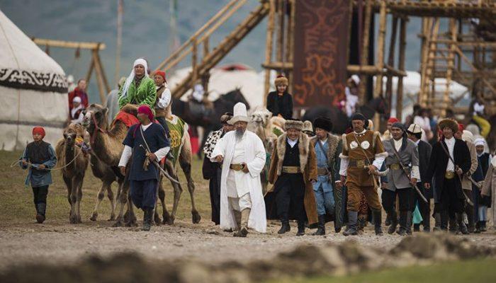 Жөлөп-таяп, кеңешип-таңашып… Кыргыздагы катыштын орду тууралуу