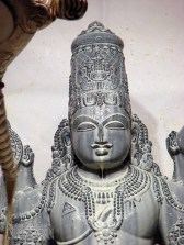 lord_balaji_receiving-abhisheka