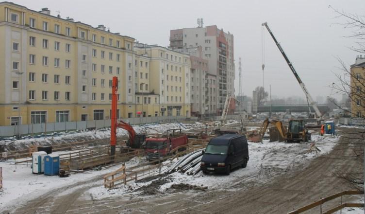Ciężki sprzęt na placu budowy