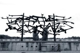 Kunstwerk vor dem Witschaftsgebäude