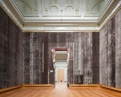 Lege bovenzalen (op sommige plaatsen zijn de deuropeningen verhoogd zodat grote kunstwerken verhuisd konden worden naar het nieuwe interne depot - Foto Karin Borghouts