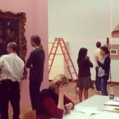 Zaterdag 13/9: Ook in het weekend wordt er doorgewerkt en is het gezellig druk in de tentoonstelling-in-wording.