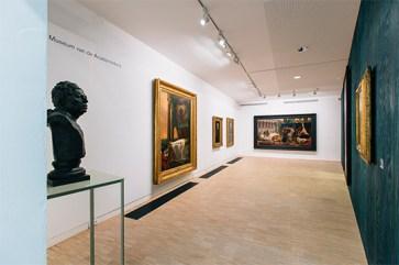Zaalzicht met links Auguste Bourdelle, De schilder Jean Auguste Dominique Ingres, KMSKA, foto: Jesse Willems
