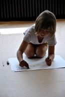 Tekenen met je linkerhand, je rechterhand en met de twee handen samen.