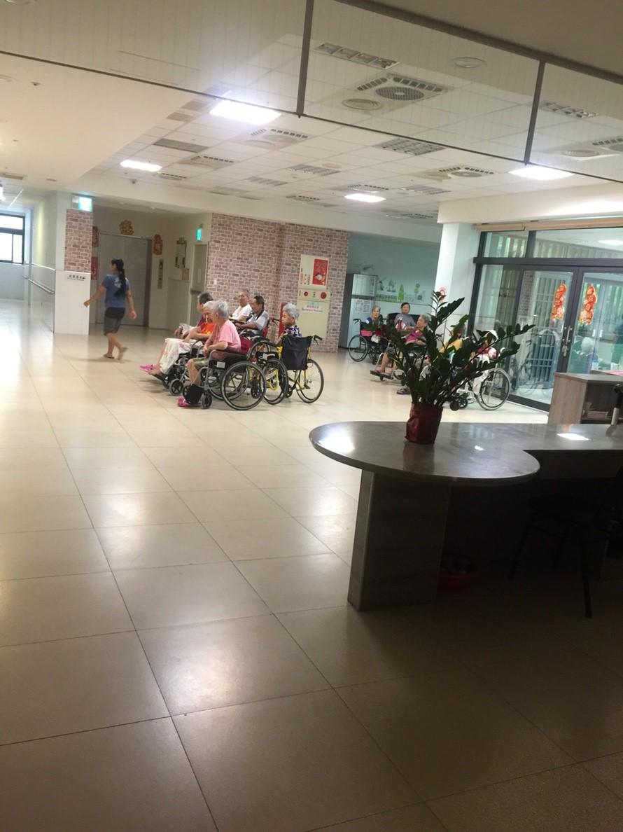 偉恩老人長期照顧中心 – 高醫出院準備服務小組