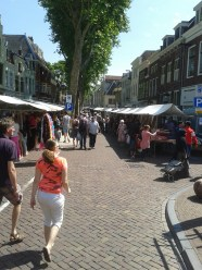 In Utrecht you can visit the oldest fabric market of the Netherlands. On May 9, 1597 the Utrecht municipality gave permission to the linen weavers' guild to keep a linen market twice a year. Now it is open every Saturday.