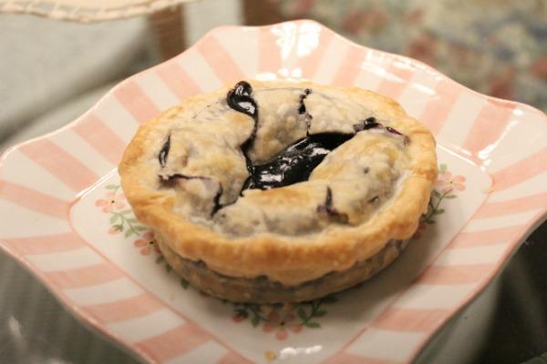Making Pies in Mason Jar Lids