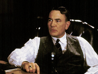 Irish mob boss- Leo (Albert Finney)