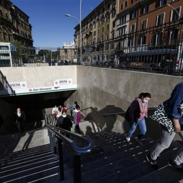 Italy eases out of lockdown as 4 million people head back to work