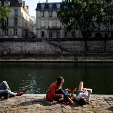 France has lowest daily increase in new Covid-19 cases and deaths since lockdown