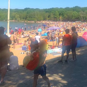 'Use common sense': Beaches and parks packed on hot Bank Holiday Monday
