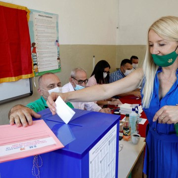 Montenegro voters face choice between pro-EU ruling party and pro-Russian opposition