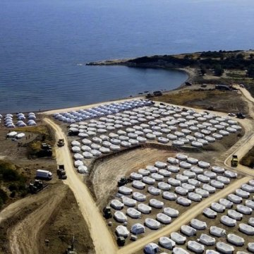 Lesbos: Hundreds test positive for Covid-19 after migrant camp fire