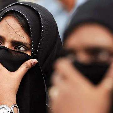 Sri Lanka to ban burqa and close 1,000 Islamic schools