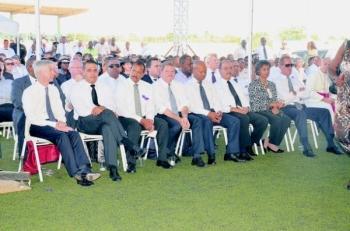 Verschillende lokale, maar ook internationale hoogwaardigheidsbekleders bij het afscheid van Wiels.
