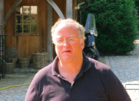 Christiaan van Assendelft van Wijck Chris van Assendelft van Wijck werd, naast een aantal geruchtmakende mishandelingen, voornamelijk bekend van het 2011 omstreden Kiki-Beach & Ocean Boulevard & Islands project van 1,3 Miljard (€ 500 miljoen, red), 'gefinancierd uit eigen middelen' uit 2011. In 2013 kondigde Van Assendelft aan op Radio Direct 'de grootste beachclub van Europa' te bouwen en in 2014 zou de Amsterdammer Paarlbergs' portfolio van 3 miljard, incluisief de Euromast hebben overgenomen. Bovengenoemde beide projecten kwamen echter nimmer van de grond. Het lijkt vooralsnog onwaarschijnlijk dat Van Assendelft eigenaar is geworden van de Euromast omdat Assendelft in Belgie failliet is verklaard.