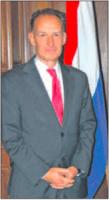 Directeur Koninkrijksrelaties Erwin Arkenbout van het ministerie van BZK wantrouwt Rijksvertegenwoordiger Stolte. Van samenwerking tussen hen is nauwelijks sprake, aldus de onderzoekers.