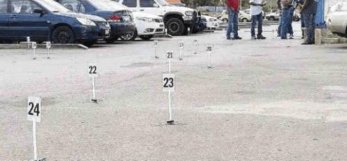 Het parkeerterrein waar het slachtoffer werd doodgeschoten.