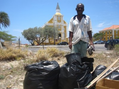 Ibi maakt Punda schoon