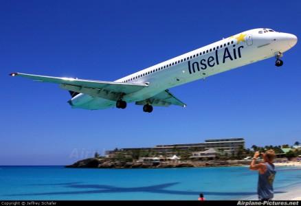 Noodlanding Insel Air op Sta. Domingo | Persbureau Curacao
