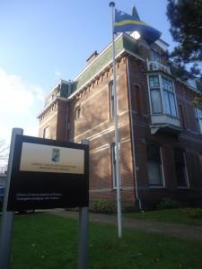 De bedoeling was dat het kabinet na een half jaar durende verbouwing in december naar de Badhuisweg zou terugkeren. Met die verbouwing is echter nooit een aanvang gemaakt.