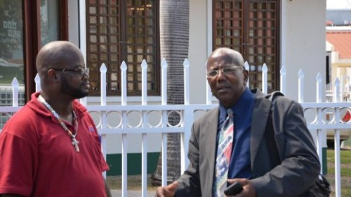William Marlin gister bij parlement (rechts) | Foto Judith Roumou