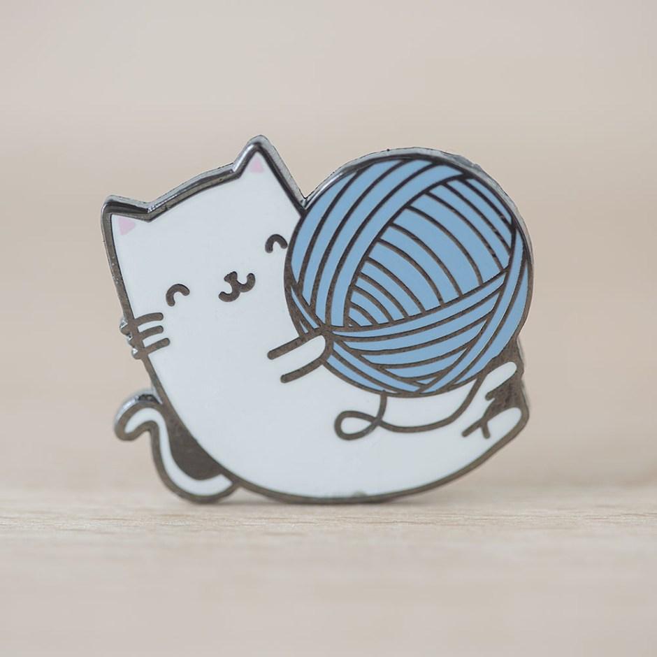 Kitty with yarn ball pin