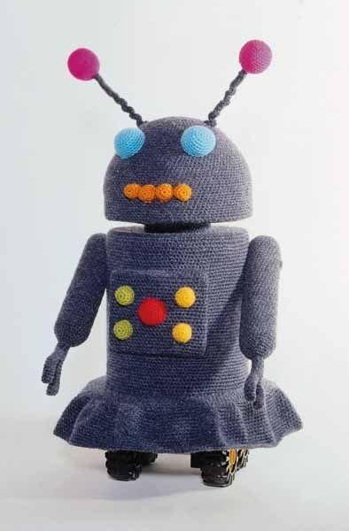 вязаная игрушка робот
