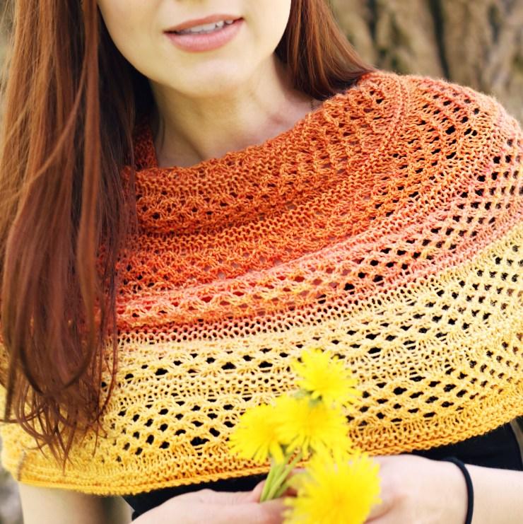 Golden Rose Cowl | knittedbliss.com